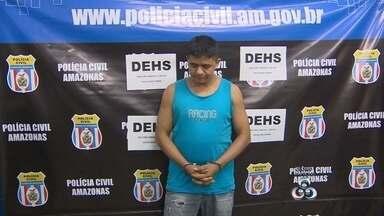 Veja as principais ocorrências policiais desta quinta-feira (26) - Homem é preso e confessa morte de desafeto por rixa em jogo, em ManausPolícia diz que ele era pistoleiro de facção criminosa; ele nega envolvimento.