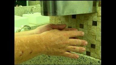 Empresa fatura com projeto novo de uma máquina secadora de mãos - Mais de trinta mil unidades já foram vendidas. Equipamento consome poucas energias e evita o desperdício de papel. O produto é muito procurado por empresas.