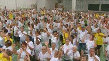 Idosos esbanjam disposição em dia de atividades esportivas na Ilha do Retiro - Empolgação era nítida entre os participantes da terceira idade