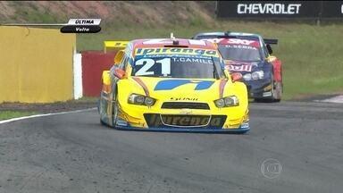 Thiago Camilo e Rafa Matos vencem etapa de Santa Cruz do Sul da Stock Car - Equilíbrio marca a competição. Diferença do líder para o segundo lugar é de apenas meio ponto.