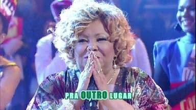 Alcione canta 'Eterna Alegria' - Convidados e plateia acompanham sucesso de Marrom