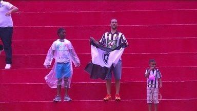 Botafogo perde para o Vitória e está em penúltimo lugar na tabela - Alvinegro enfrenta o Palmeiras em um confronto direto para sair da zona de rebaixamento.