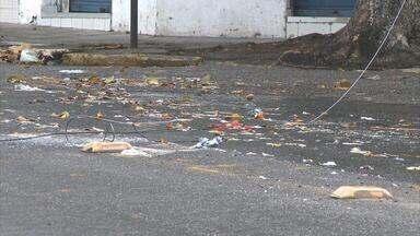 Fios ficam caídos em trechos da Rua da Harmonia, em Casa Amarela - Via precisou ser interditada.