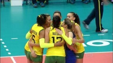 Em duelo das melhores campanhas, Brasil bate Estados Unidos pelo Mundial de vôlei feminino - Seleção faz três sets a zero, e enfrenta China e República Dominicana na terceira fase.