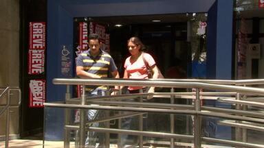 Termina a greve dos bancários - Em Maringá as agências reabriram ao meio dia