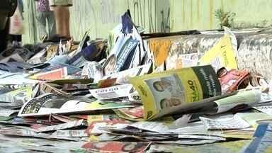 Sujeira de santinhos nas ruas marca dia de eleição em Jundiaí - Na região de Jundiaí, quase 500 mil eleitores foram às urnas neste domingo (5), segundo o Tribunal Regional Eleitoral. A eleição por lá também ficou marcada pela sujeira.