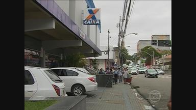 Mulher é presa depois de sacar mais de R$ 8 mil em banco de Caruaru - Ela teria usado documentos falsos.