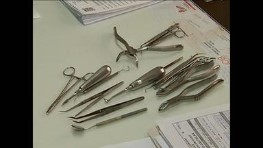 Clínica de odontologia é interditada em Caruaru, no Agreste - No local, a Vigilância Sanitária disse que encontrou irregularidades.