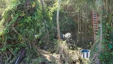 Acidente mata três pessoas em Ilhabela, SP - Carro despencou de uma ribanceira depois que o motorista perdeu o controle do carro.