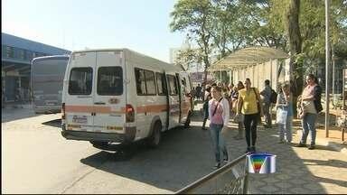 Policiais e sindicalistas entram em confronto durante greve em Taubaté - Ao menos quatro pessoas ficaram feridas e três foram presos. Trabalhadores do transporte público entraram em greve nesta quinta (9).
