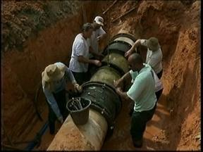 Imprevisto na instalação de poste interrompe abastecimento de água em Içara - Imprevisto na instalação de poste interrompe abastecimento de água em Içara