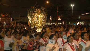 Fiéis acompanham encerramento do Círio de Nazaré, no bairro do Cohatrac - Milhares se reuniram para homenagear Nossa Senhora de Nazaré.Depois de 11 dias de festa, evento foi encerrado com tradicional procissão.