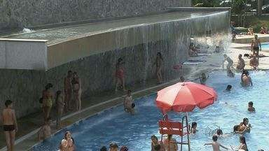 Piscinas públicas adotam medidas para economizar - Em tempos de escassez de água, novas formas de cuidar das piscinas diminuem o desperdício.