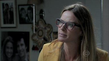 Érika acusa Téo pelo acidente de Beatriz - Blogueiro fica indignado por não ter sido o primeiro a publicar notícia sobre o acidente