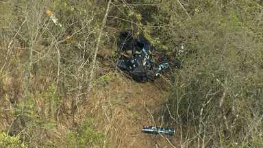 Helicóptero que caiu em Juatuba passou por manutenção em Belo Horizonte - A queda da aeronave deixou dois feridos, entre eles o piloto, que contou como conseguiu chegar ao resgate.
