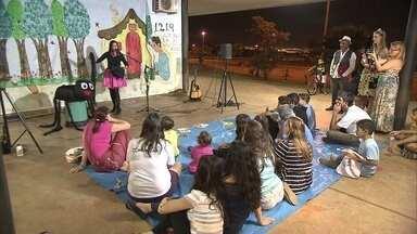 Associação reúne crianças em histórias e aventuras no Taguaparque - O Globo Comunidade deste domingo (19), mostra a arte de contar história. Crianças se reúnem todas às segundas e quintas no Taguaparque, para compartilhar aventuras.