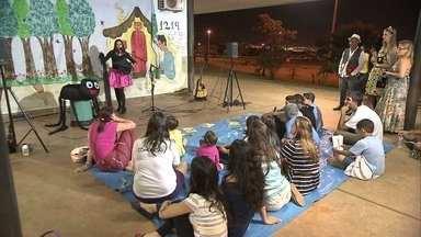 Contadores de histórias fazem sucesso entre as crianças no Taguaparque - Os contadores de histórias têm formações diferentes e motivos diferentes. Eles contam que o trabalho é gratificante, principalmente pela reação das crianças.