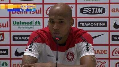 Futebol: Wellington Silva explica como Inter pode surpreender time carioca - Lateral afirma que time pode usar torcida do Flamengo para fazer gol.