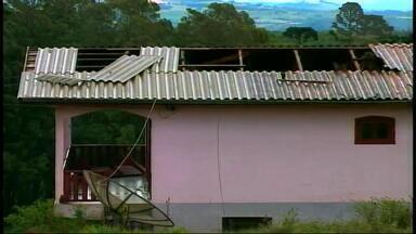 Sete municípios decretam situação de emergência após temporal - Maximiliano de Almeida teve 150 casas atingidas pelo granizo.