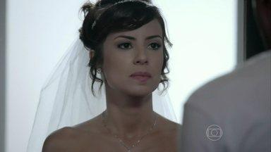 Império - Capítulo de quarta-feira, dia 22/10/2014, na íntegra - Maria Clara decide ir atrás de Enrico após ser abandonada