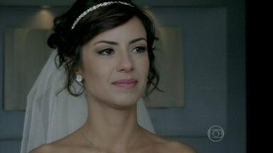 Maria Clara faz promessa e jura que não vai chorar por Enrico - Quem derrama as lágrimas é o Comendador José Alfredo