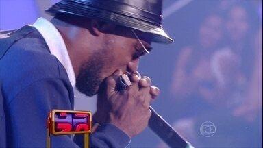 Direto do Paraná, Buiu mostra a arte do Beat Box - Artista usa gaita em sua performance