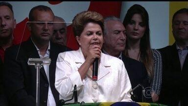 Alexandre Garcia analisa discurso de Dilma Rousseff - Em seu pronunciamento, a presidente reeleita disse não acreditar que o país tenha se dividido ao meio e falou em união. Alexandre Garcia ressalta que ela e o ex-presidente Lula vestiam branco.