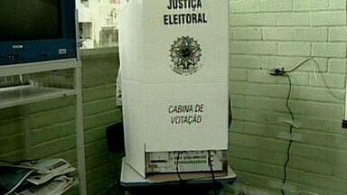 Em cadeira de rodas, homem tem dificuldades para votar em Colatina, ES - Falta de acessibilidade provocou transtorno para o eleitor.