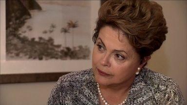 Presidente Dilma afirma que está mais experiente e já tem meta para segundo mandato - Dilma ajudou a fundar o Partido Democrático Trabalhista, o PDT. Em 2001, se filiou ao PT. Se mudou para Brasília e, no primeiro governo Lula, foi ministra de Minas e Energia e chefiou a Casa Civil.