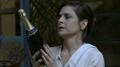 Cora prepara uma comemoração - Megera convida Fernando