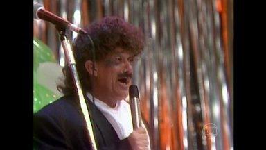 Renato Aragão encarna Tim Maia em Os Trapalhões - Cantor participa do humorístico em 1989