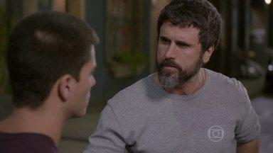 Malhação - capítulo de sexta-feira, dia 31/10/2014, na íntegra - Gael exige que Duca se afaste de Bianca