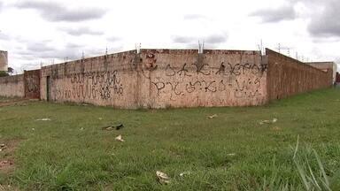Terracap cobra a desocupação de terras públicas doadas para empresários - O administrador do Núcleo Bandeirante cedeu as terras para empresários por conta própria.