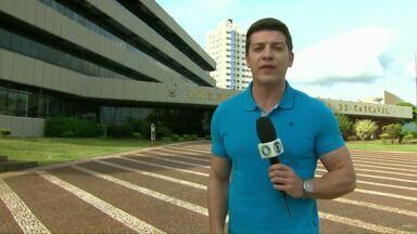 Ministério Público denuncia o prefeito e o secretário de Educação de Cascavel - Segundo o MP, eles teriam cometido irregularidades na contratação do transporte escolar.