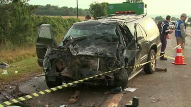 Ultrapassagem irregular foi a causa de grave acidente na BR-369 - Quatro carros se envolveram no acidente, uma pessoa morreu e dezesseis ficaram feridas. Onze foram encaminhadas para hospitais de Cascavel e algumas continuam internadas.