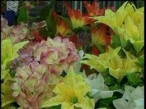 Comerciantes floristas aproveitam o feriado de finados para melhorar faturamento - Comerciantes floristas aproveitam o feriado de finados para melhorar faturamento