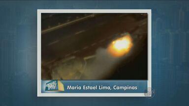 Vídeo mostra carro em chamas em avenida de Campinas - O véiculo pegou fogo na Avenida Moraes Salles em Campinas na madrugada da sexta-feira (31) . As pessoas que estavam dentro do carro conseguiram sair a tempo e ninguém ficou ferido. Os bombeiros foram ao local para apagas as chamas.