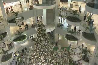 Clima de Natal começa a invadir shoppings de Salvador - Mais um shopping da cidade teve a sua decoração natalina inaugurada.