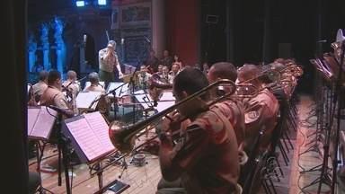 Banda do Comando Militar da Amazônia faz apresentação em Manaus - Apresentação aconteceu na noite desta sexta-feira no Teatro Amazonas.