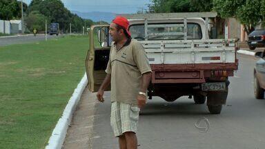 Motorista é flagrado dirigindo bêbado em Cuiabá - A multa é pesada para quem for pego embriagado ao volante, mas a reportagem conseguiu flagrar um exemplo desse tipo de caso no bairro Pascoal Ramos, em Cuiabá.