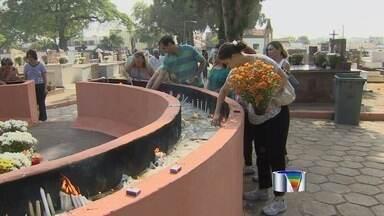 Grupo musical leva repertório erudito para cemitérios de São José, SP - 'Música para Acalentar a Alma' passou por 4 cemitérios da cidade.
