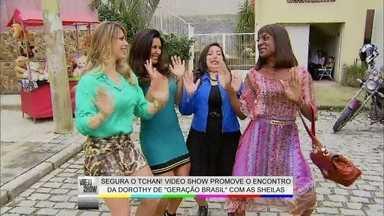 Sheilas do É o Tchan ensinam dança da bundinha para Dorothy de Geração Brasil - Durante aula particular, a loira é surpreendida com picadas de formigas