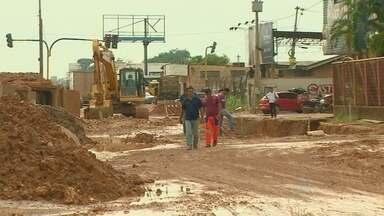 Obras da Rua da Beira continuam atrasadas, em Porto Velho - O último prazo para a conclusão do serviço naquela região, foi no mês de agosto.