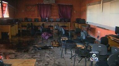 Oito menores suspeitos de atear fogo em escola, em setembro, foram apreendidos na capital - Polícia conseguiu localizar os suspeitos através de rede social.