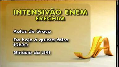 Aulas de intensivo para Enem acontecem gratuitamente em Erechim, RS - Confira no vídeo informações sobre local e horário.