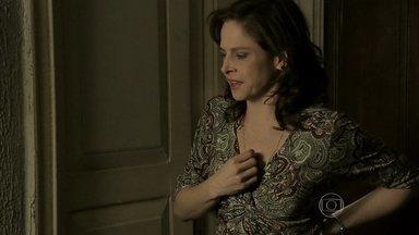 Cora tem alucinações com Eliane - Cristina flagra a tia 'falando sozinha' e fica preocupada
