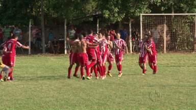 Veja como foi a final do futebol amador de Paranavaí - Estrela Vermelha, da vila Operária, e Graciosa fizeram a grande final do campeonato amador da cidade. Veja como foi a partida e quem se sagrou campeão em 2014.