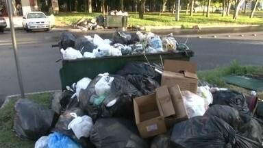 Garis do SLU terminam greve - Em todo o DF, os garis cruzaram os braços por falta de pagamento. Além do lixo acumulado, o mau cheiro e os insetos têm incomodado os moradores.