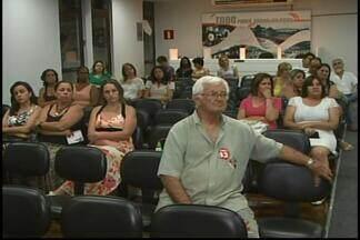 Audiências públicas discutem educação em Divinópolis - Encontros são para ouvir a comunidade.Ensino fundamental está entre temas abordados.