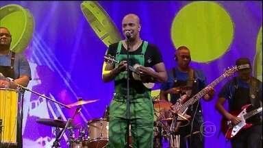 Musical de abertura fica por conta do Grupo Molejo - O grupo canta um de seus sucessos